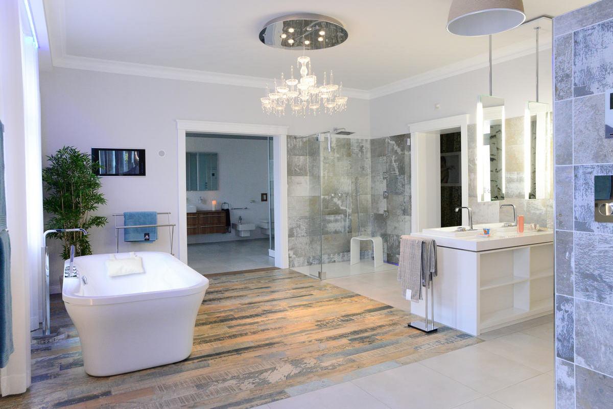 gem tlich badezimmer mit sauna galerie die designideen f r badezimmer. Black Bedroom Furniture Sets. Home Design Ideas